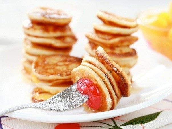 Сырники с фламбированными фруктами фото