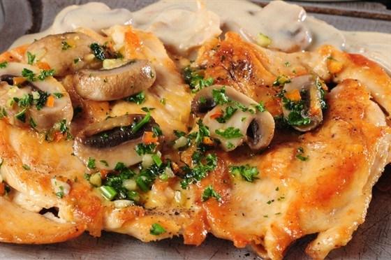 Сырые грибы курицам